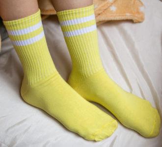 Желтые с белым